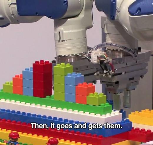 Motoman – робот который может собирать конструктор Lego