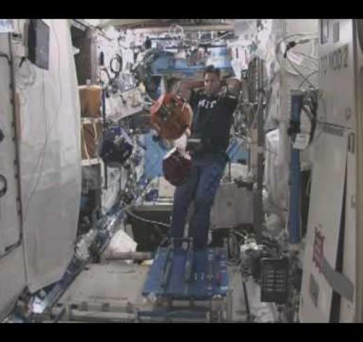 Роботы на международной космической станции