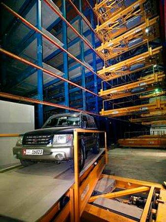 1290164107_dubai-robot-car-park-2