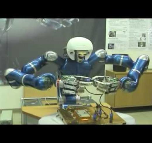 «Космические ремонтники» тренируются на роботахМ