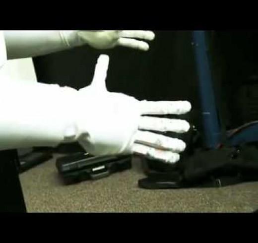 Первый робот отправился в космос на шаттле Discovery