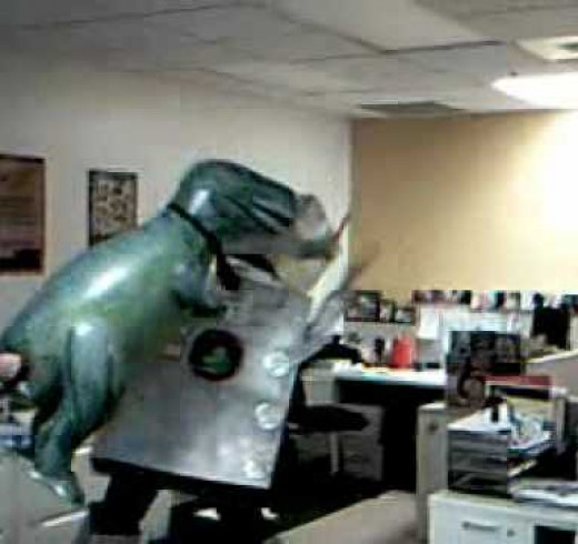 Робоюмор: Robot vs Dinosaur