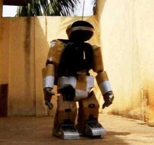 Самодельный робот из африки