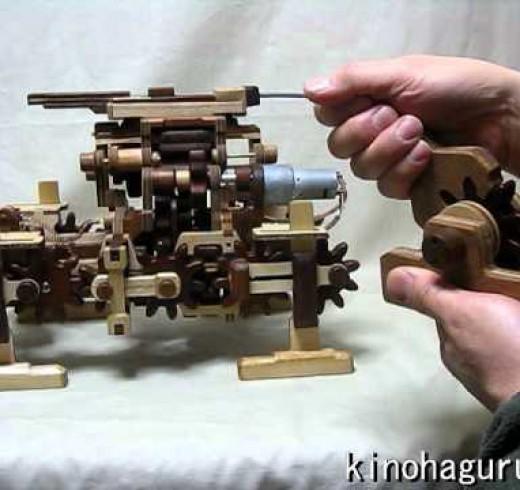Шагающий робот из дерева