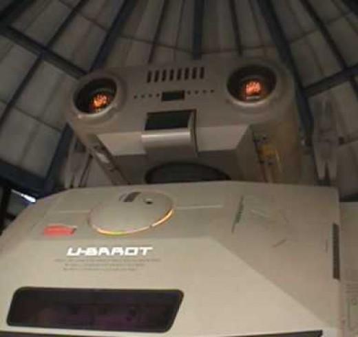 Видеотур по музею ретро роботов