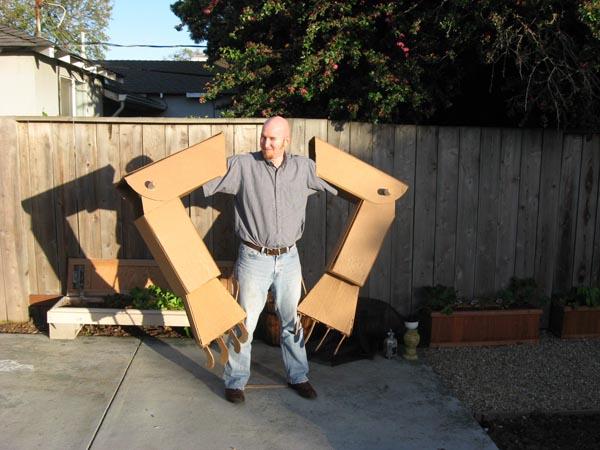 amazing_giant_cardboard_robot_4