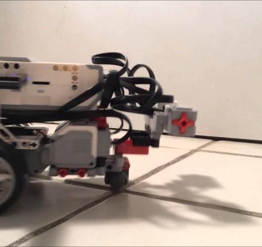 Учёный пересадил мозг червя Lego-роботу